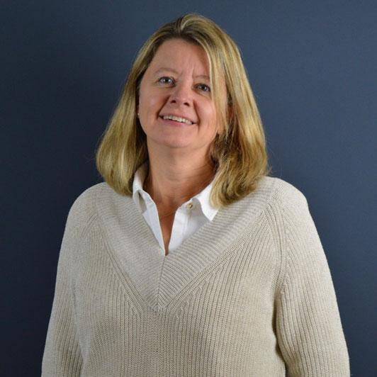 Aleksandra Luttropp ist für das Controlling bei Systrade in Frankfurt zuständig